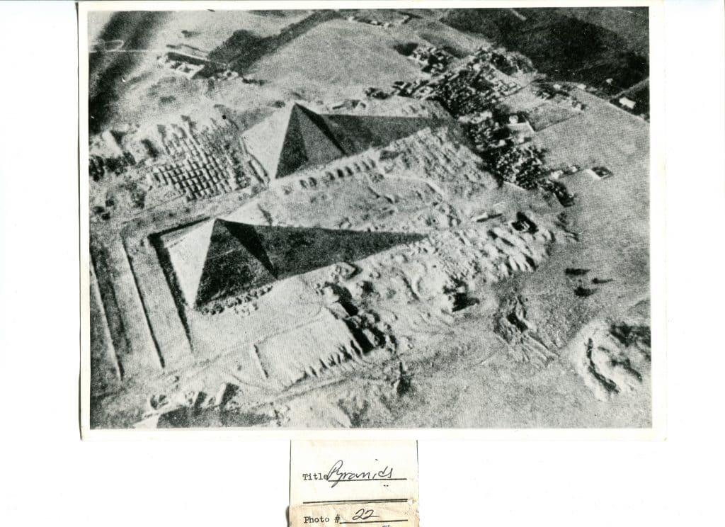 BATISSEURS-DE-ANCIEN-MONDE-GIZEH-PYRAMIDE_GDEPYR_RAF-1024x744