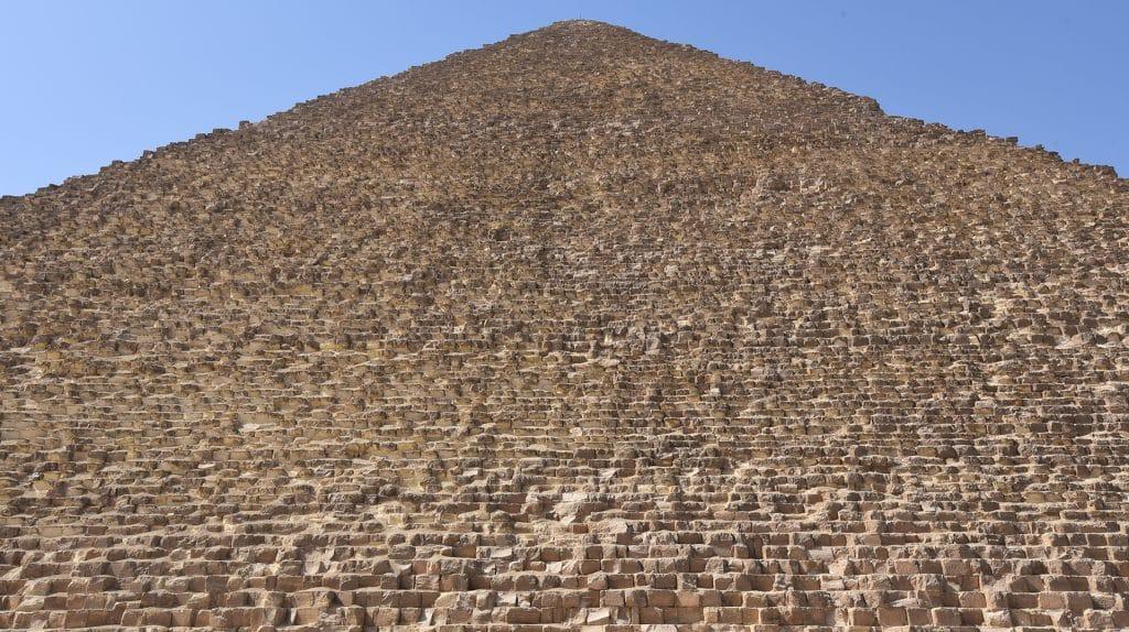 BATISSEURS-DE-ANCIEN-MONDE-GIZEH-PYRAMIDE_GP_ASSISES-1024x574