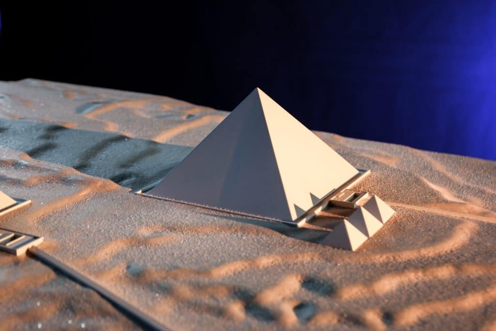 BATISSEURS-DE-ANCIEN-MONDE-GIZEH-PYRAMIDE_PYRAM_MAKET-1024x683