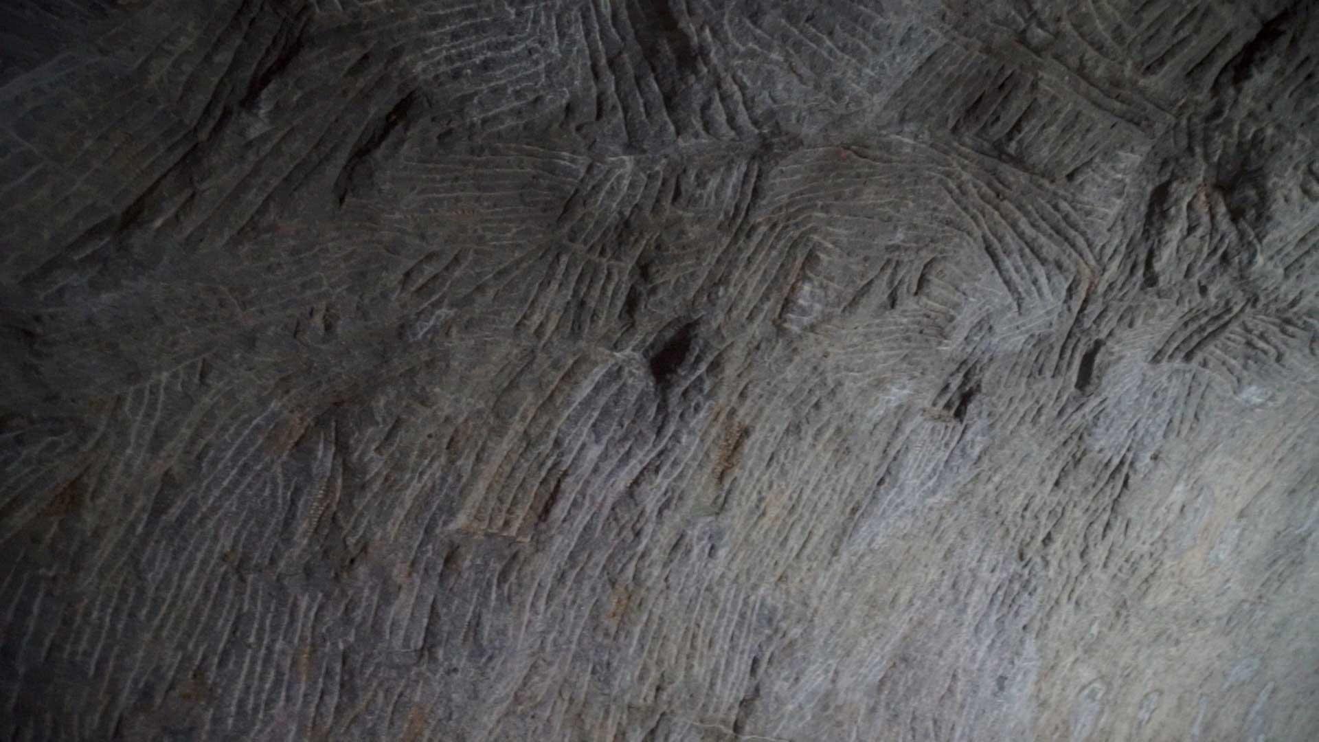 Barabar-BAM-film-granit-miroir-pyramide-inde-yoga-archeologie-06