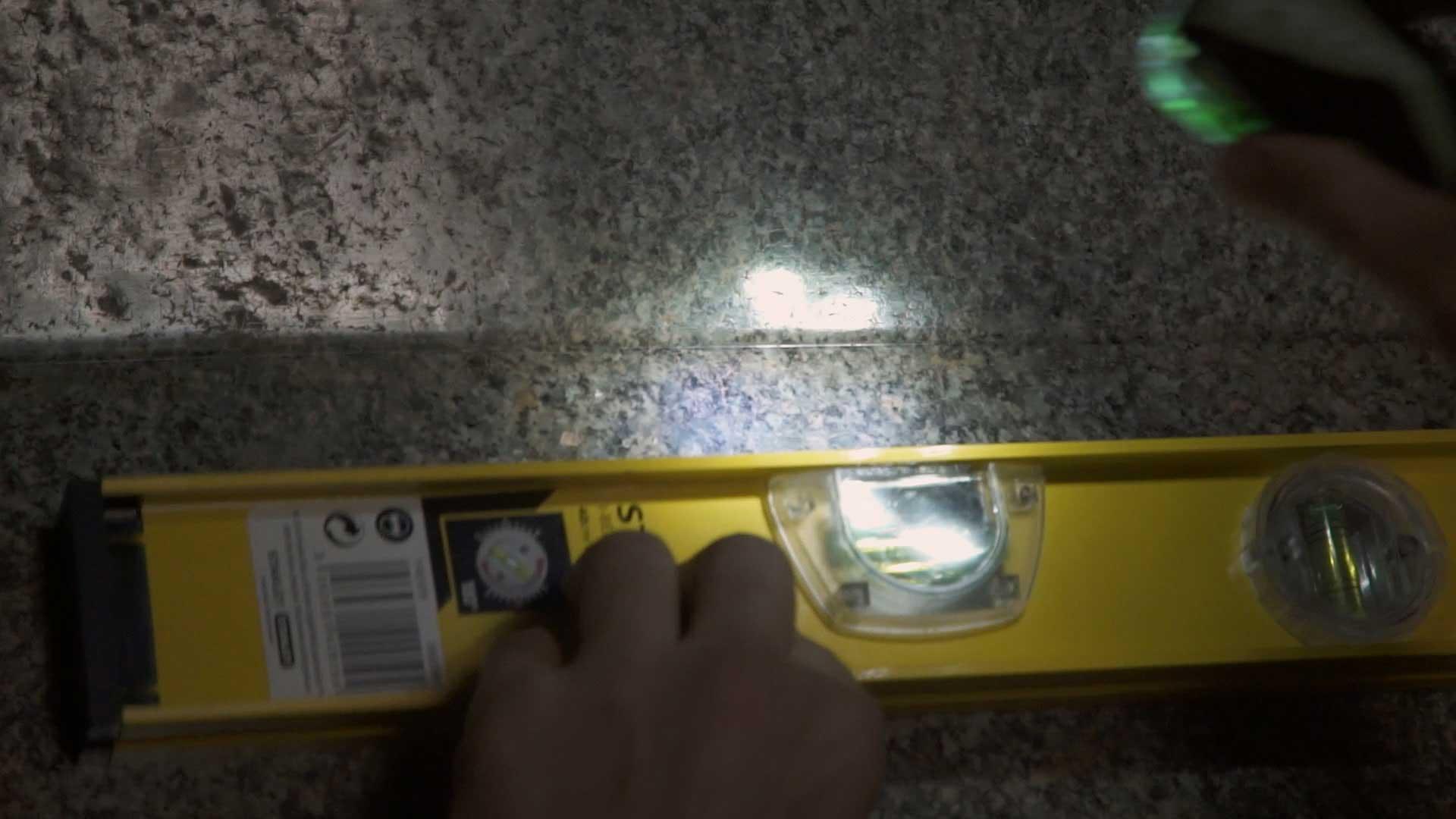Barabar-BAM-film-granit-miroir-pyramide-inde-yoga-archeologie-09