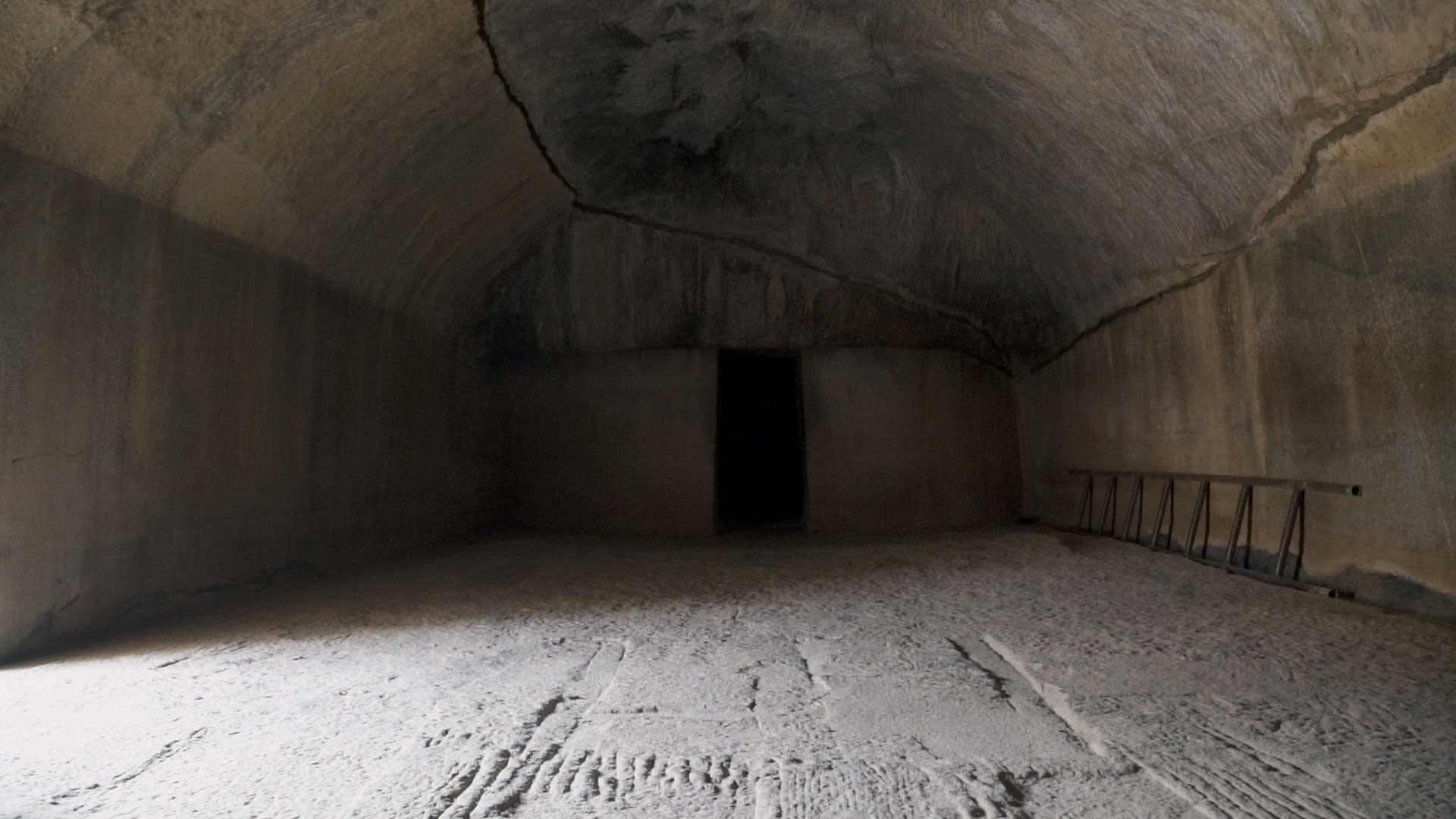 Barabar-BAM-film-granit-miroir-pyramide-inde-yoga-archeologie-13