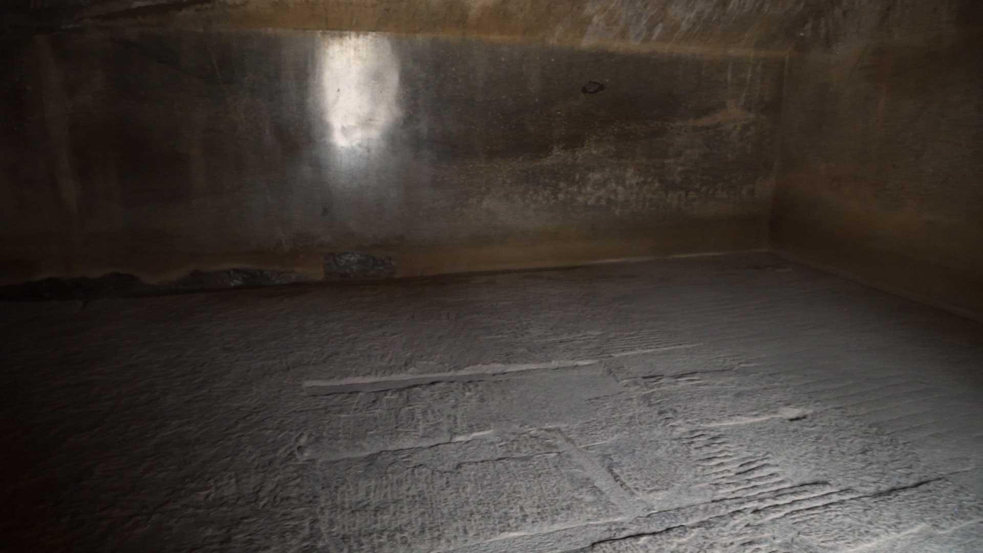 Barabar-BAM-film-granit-miroir-pyramide-inde-yoga-archeologie-14