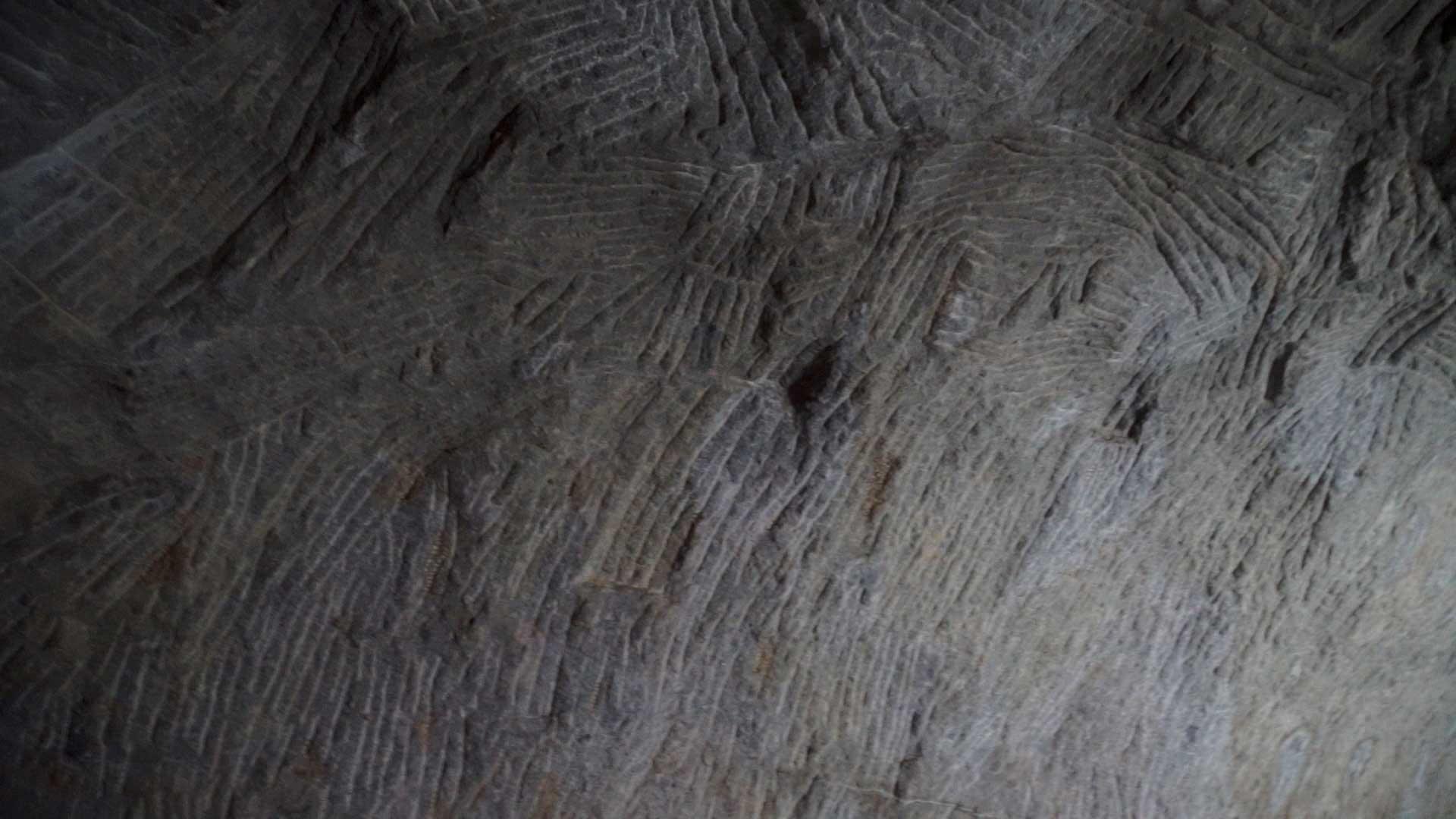 Barabar-BAM-film-granit-miroir-pyramide-inde-yoga-archeologie-15