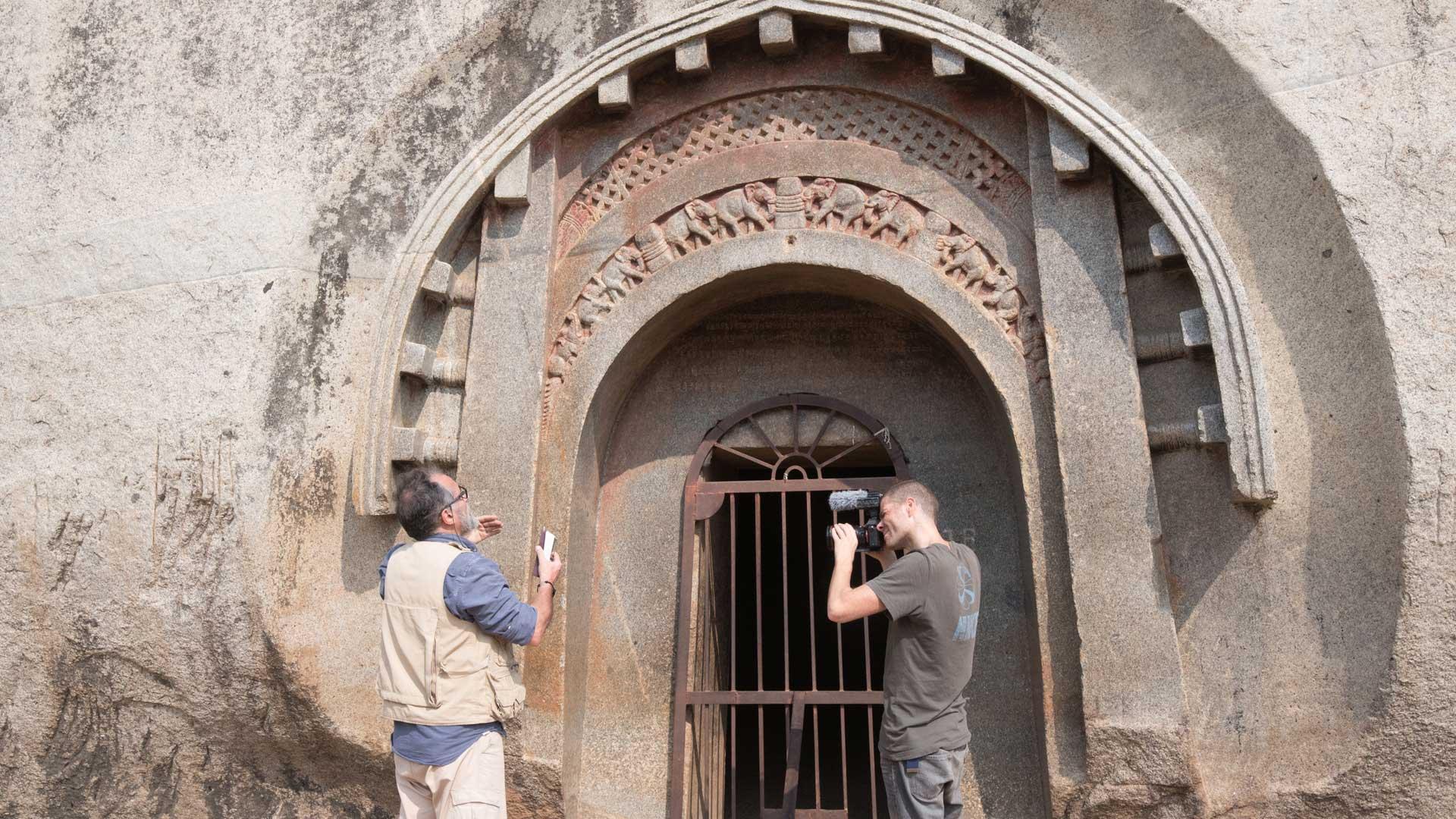 Barabar-BAM-film-granit-miroir-pyramide-inde-yoga-archeologie-16