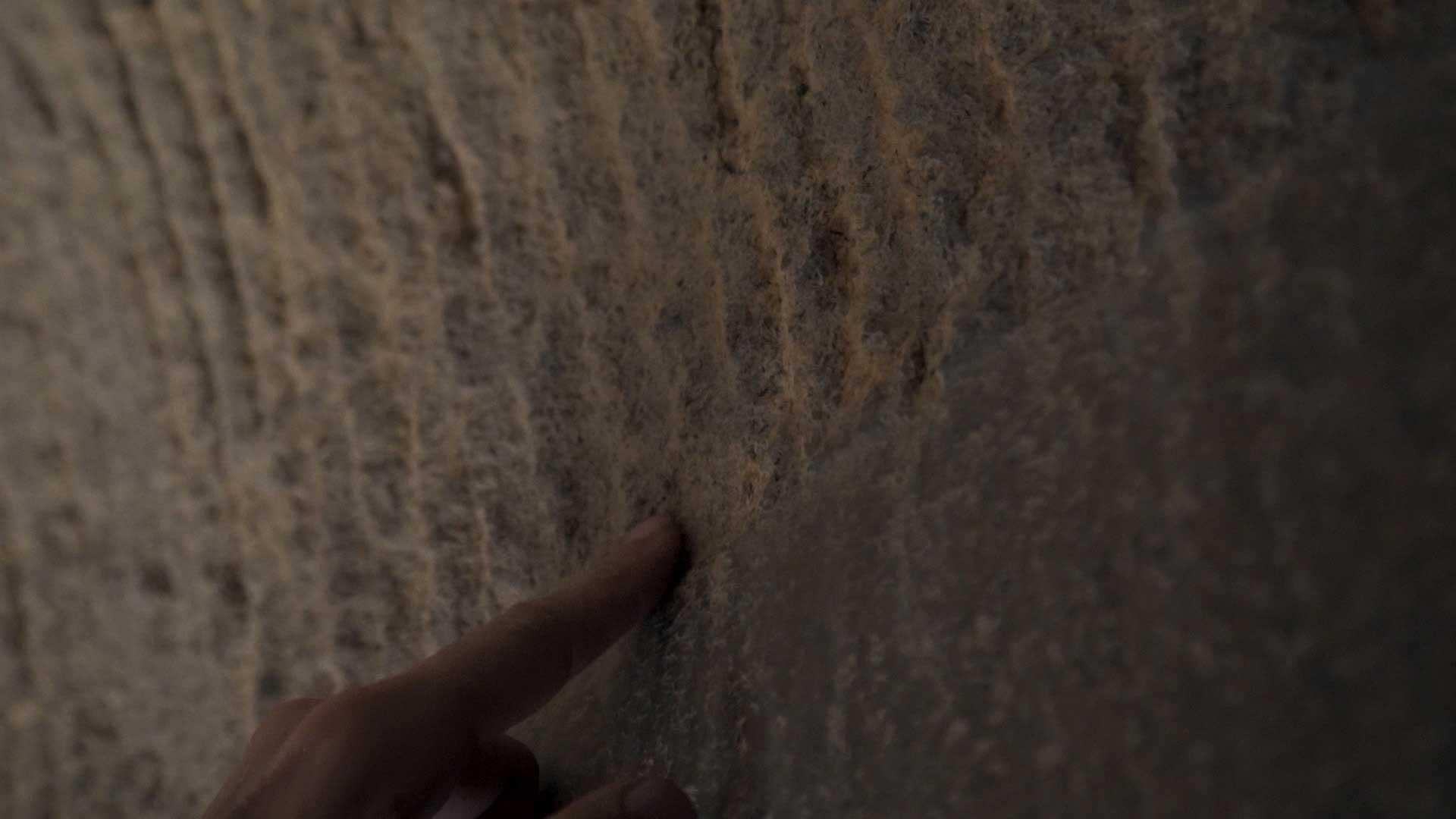 Barabar-BAM-film-granit-miroir-pyramide-inde-yoga-archeologie-22