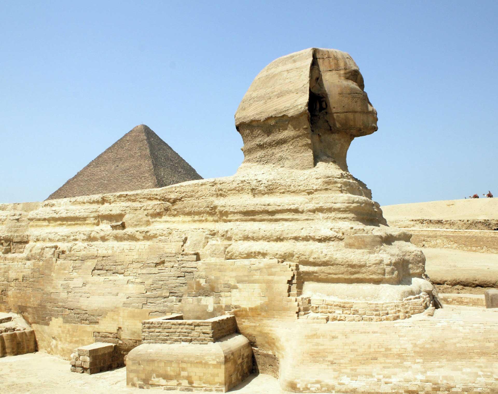 Barabar-BAM-film-granit-miroir-pyramide-sphinx-gizeh-1920-1520
