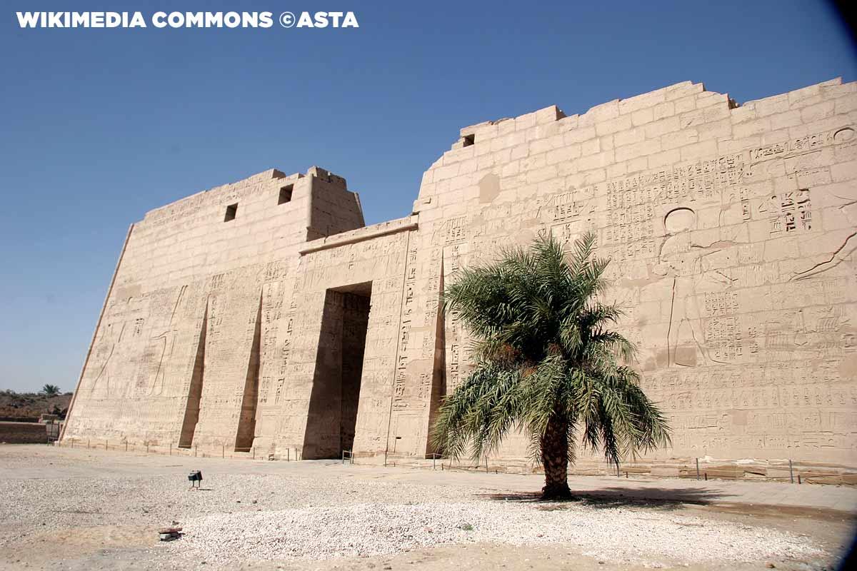 Mortuary_temple_of_Ramesses_III©Asta,-wikimedia-Commons